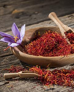 saffron in wooden bowl